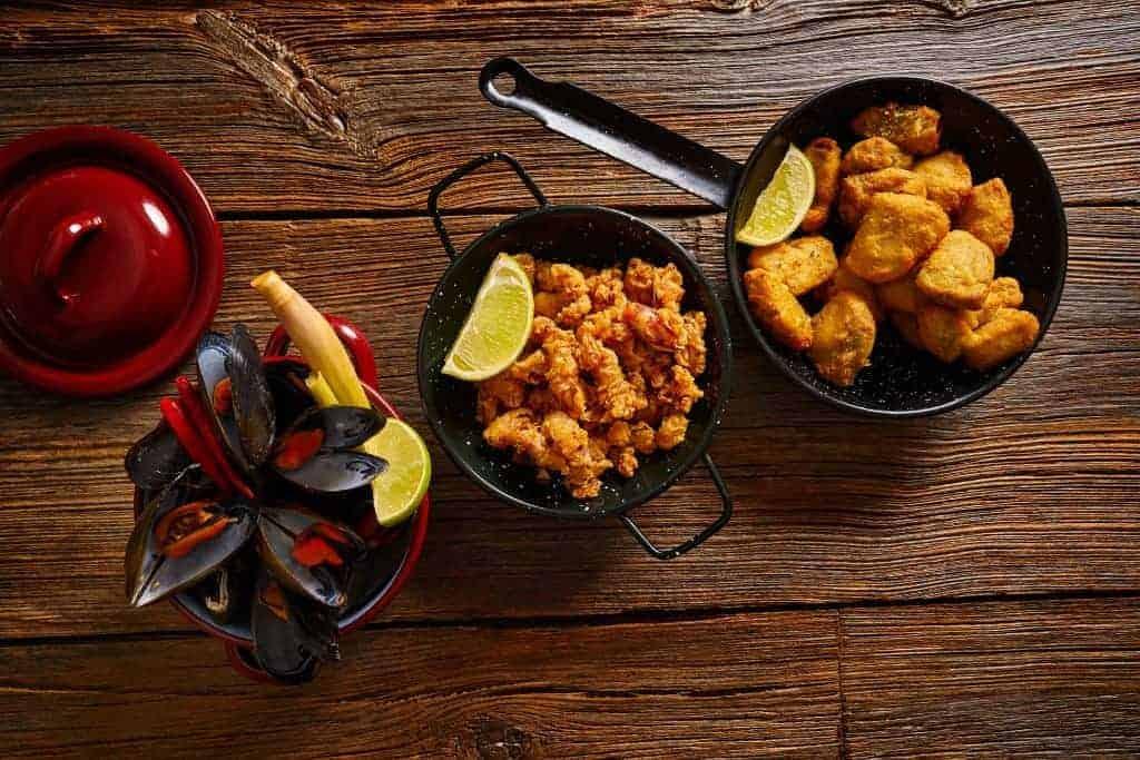 Food Fotos kaufen - leckeres Essen auf Tisch